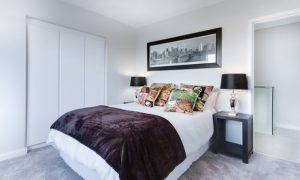 modern minimalist bedroom 3100786 1280 1