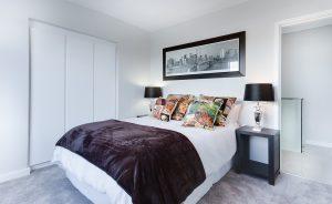 modern minimalist bedroom 3100786 1280